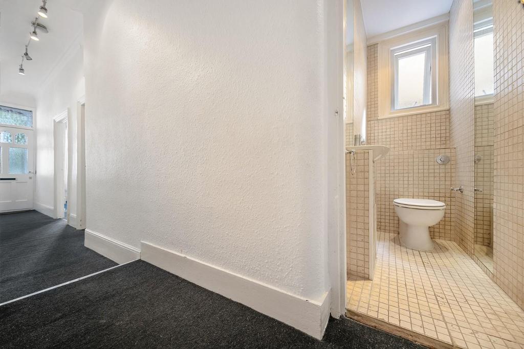 Hallway (1).jpg