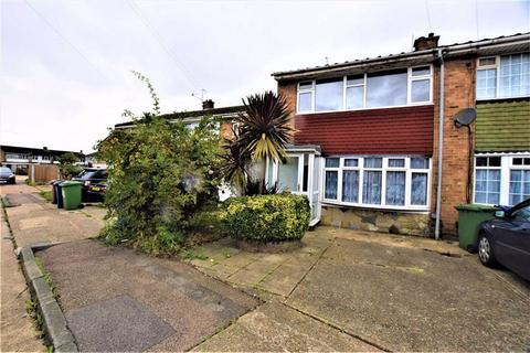 3 bedroom terraced house for sale - Byron Gardens, Tilbury, Essex