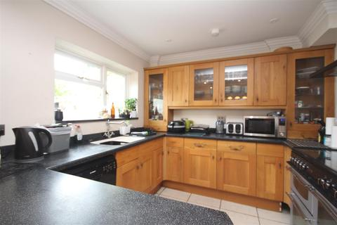 4 bedroom house to rent - Waltham Avenue, Guildford