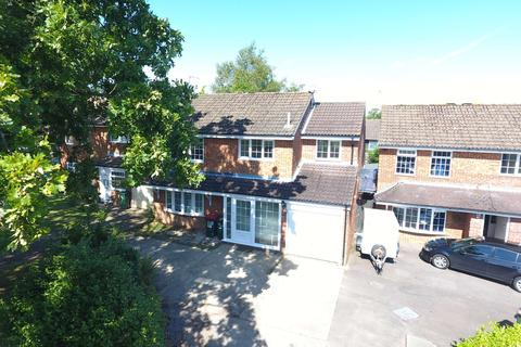 5 bedroom detached house to rent - Stace Way, Crawley