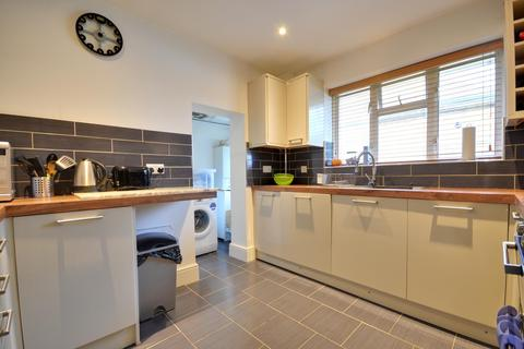 2 bedroom flat to rent - Merle Avenue, Harefield, Middlesex, UB9 6DE