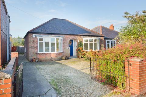3 bedroom detached bungalow for sale - Burnby Lane, Pocklington, York, North Yorkshire, YO42 2QD