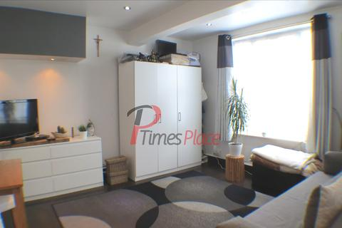 2 bedroom end of terrace house to rent - Middleton Road, SM4