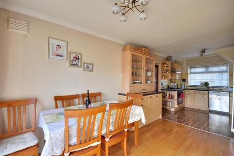 3 bedroom semi-detached house to rent - Springwell Avenue, Mill End, Rickmansworth, Hertfordshire, WD3 8QD