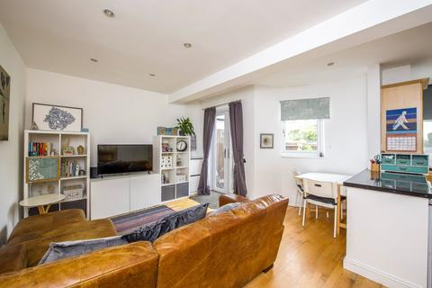 2 bedroom terraced house for sale - Gaston Way, Shepperton TW17