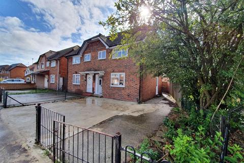3 bedroom semi-detached house to rent - Haig Road, Hillingdon, Middlesex, UB8 3EE