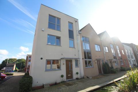 4 bedroom semi-detached house to rent - Shiers Avenue Dartford DA1