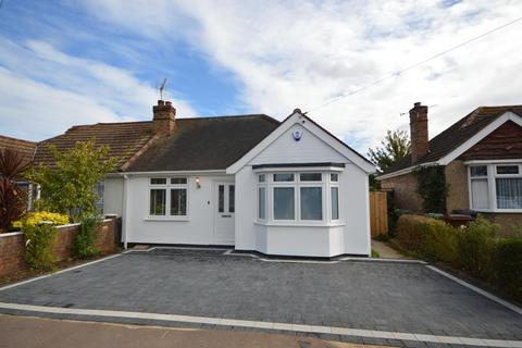 2 bedroom semi-detached bungalow for sale - Lilac Gardens, Rush Green, Romford, RM7