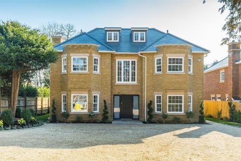 5 bedroom detached house to rent - Templewood Lane, Farnham Common, Bucks.