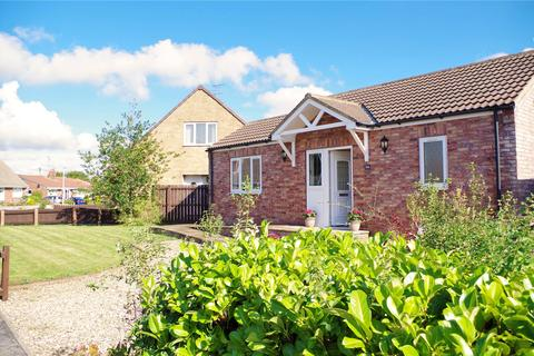 2 bedroom bungalow for sale - Chestnut Avenue, Beverley, East Yorkshire, HU17