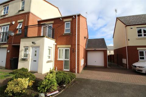 3 bedroom semi-detached house for sale - Waterside Close, Wolverhampton, West Midlands, WV2