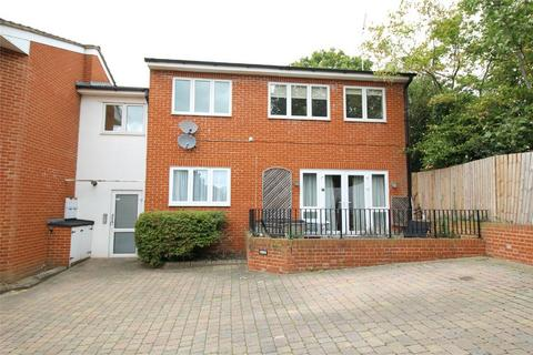 2 bedroom flat to rent - Valley Fields Crescent, Enfield, Middlesex