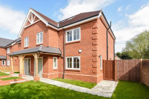 4 bedroom semi-detached house to rent - Lamborne Place, Ickenham UB10 8GA