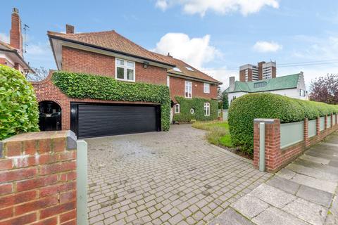 6 bedroom detached house for sale - Montagu Avenue, Gosforth, Newcastle Upon Tyne, Tyne & Wear