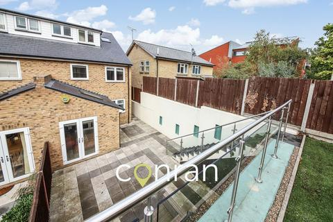 4 bedroom semi-detached house to rent - Lansdowne Mews, Charlton, SE7
