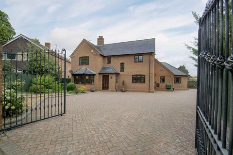 5 bedroom detached house for sale - High Street, Flitton
