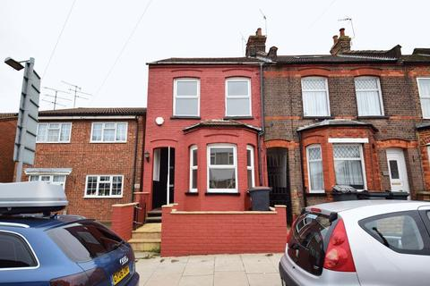3 bedroom end of terrace house for sale - Tennyson Road, Luton