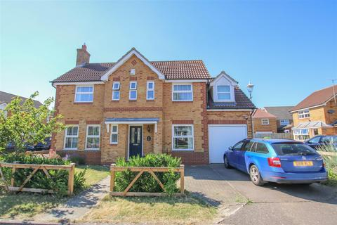 4 bedroom house to rent - Puffin Way, Aylesbury