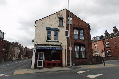 Retail property (high street) to rent - Town Street, Leeds