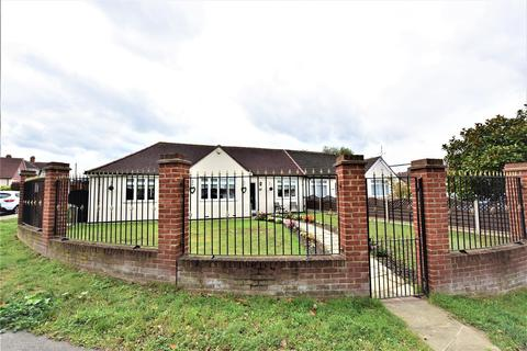3 bedroom semi-detached bungalow for sale - Carlton Road, Erith