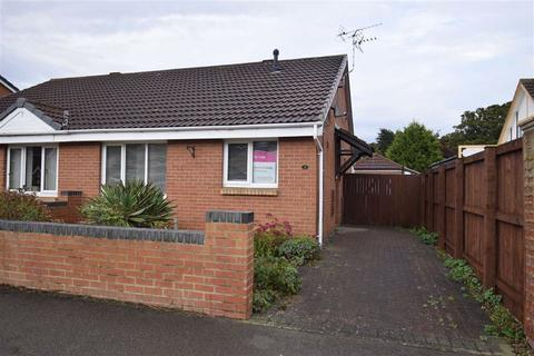 2 bedroom semi-detached bungalow for sale - Wharfedale Drive, Bridlington, East Yorkshire, YO16
