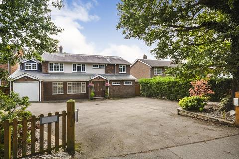 5 bedroom detached house for sale - East Hanningfield Road, Howe Green