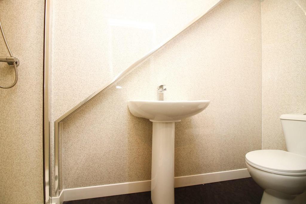 , shower room.jpg