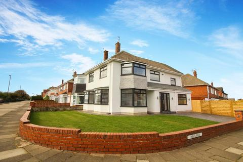 4 bedroom detached house to rent - Westlands, North Shields