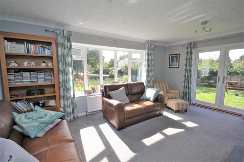 4 bedroom detached bungalow for sale - Main Street, Full Sutton, York, YO41