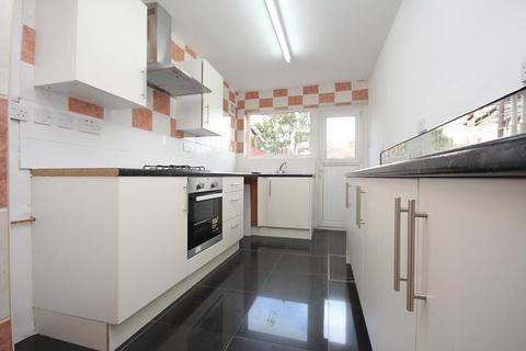3 bedroom house to rent - Beam Avenue, Dagenham, RM10
