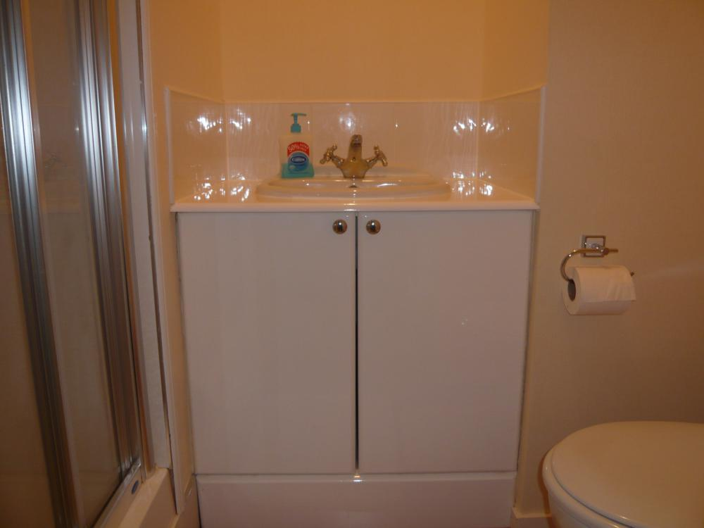32 Midstocket Road, Top Right − Shower Room