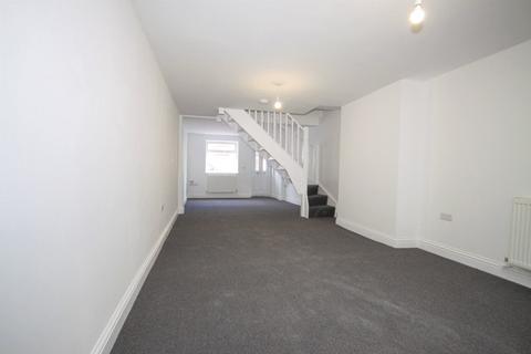2 bedroom house - James Street, Sheerness