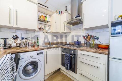 4 bedroom flat to rent - Bardell House