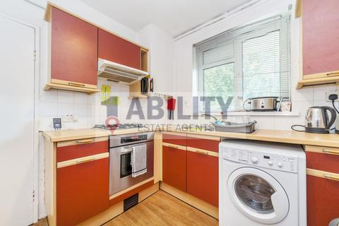 3 bedroom flat to rent - Lingfield House