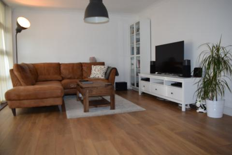 2 bedroom flat to rent - London, E3