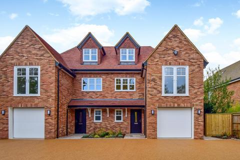 4 bedroom semi-detached house for sale - Dorney Wood Road, Burnham, SL1