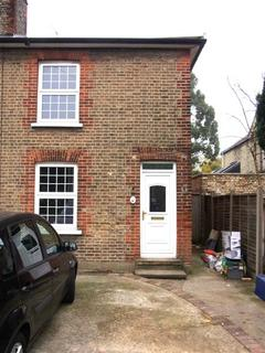 3 bedroom end of terrace house to rent - Victoria Road, New Barnet