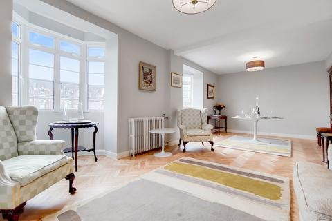 4 bedroom flat to rent - Latymer Court, London, W6