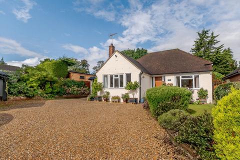 4 bedroom detached bungalow for sale - Katherine Close, Addlestone, KT15
