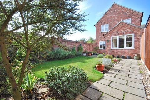 3 bedroom detached house for sale - Dereham Road, Norwich