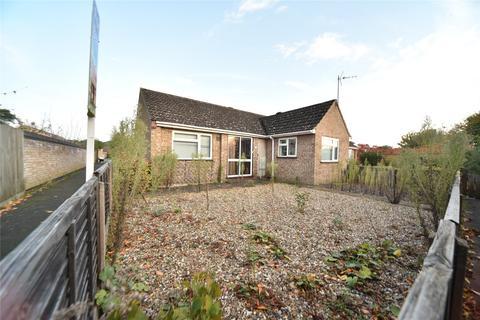 2 bedroom bungalow for sale - Girton Close, Mildenhall, Bury St. Edmunds, Suffolk, IP28