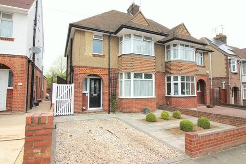 3 bedroom semi-detached house to rent - Fountains Road, Luton, Bedfordshire, LU3 1LU