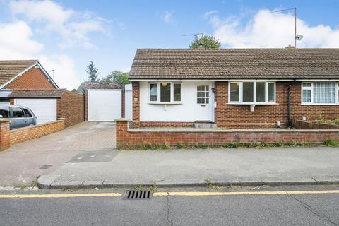 2 bedroom semi-detached bungalow to rent - Stanton Road, Luton