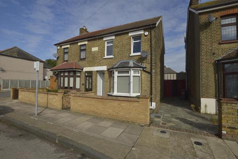 3 bedroom semi-detached house to rent - Mildmay Road, Romford