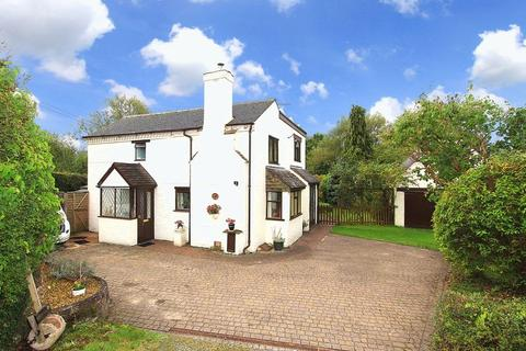 3 bedroom detached house for sale - WOMBOURNE, Giggetty Lane