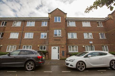 2 bedroom flat to rent - Northiam Street, London, E9