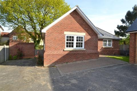 2 bedroom detached bungalow to rent - Station Road, Tiptree, Colchester, CO5