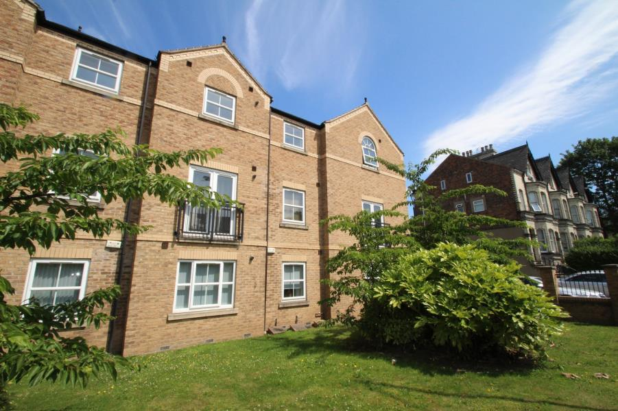 2 Bedrooms Apartment Flat for sale in MANOR COURT, LAWRENCE STREET, YORK, YO10 3EU