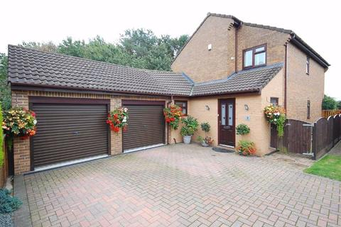 4 bedroom detached house for sale - The Grange, Garforth, Leeds, LS25