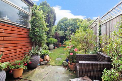 3 bedroom terraced house for sale - Hassop Walk, London